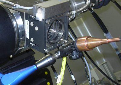 Laserschweißoptik mit einstellbarer Stickstoffdüse auf Winkelpositionierungstisch