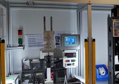 Mikrometrische Fahrbank. Steuerung des Injektornadelhubs